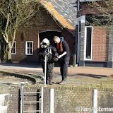 Duikers in sluis bij Chinees in Nieuwe Pekela - Foto's Harry Wolterman