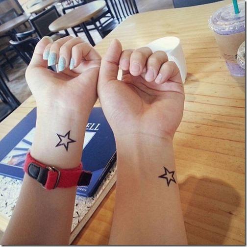 tatuaje_de_estrella_de_contorno_en_la_muñeca