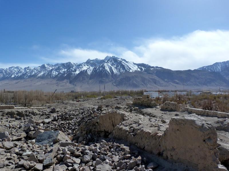 XINJIANG. Karakoram Highway, lune des plus haute route au monde, en passant a 4400 m - P1280592.JPG