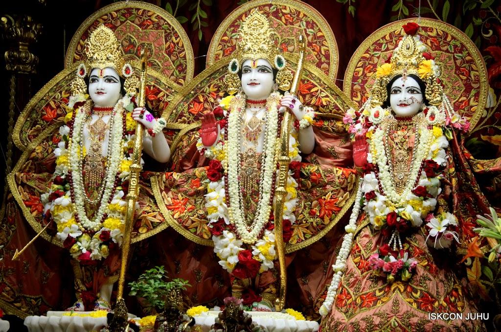 ISKCON Juhu Sringar Deity Darshan on 30th May 2016 (33)