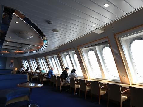 新日本海フェリー「らいらっく」 4階フォワードワロン 昼