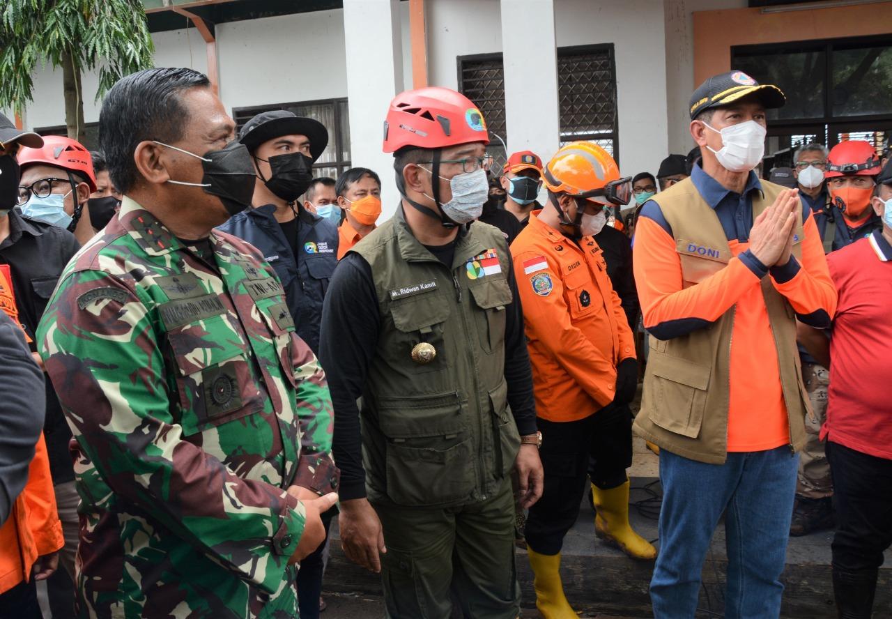 Pangdam III/Siliwangi Dampingi Kepala BNPB, Tinjau Bencana Longsor