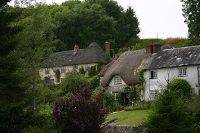 Thatched-roof cottages in Woodford