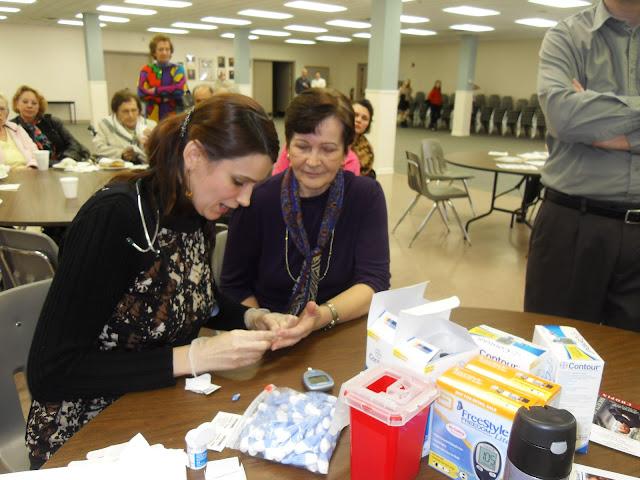 Spotkanie medyczne z Dr. Elizabeth Mikrut przy kawie i pączkach. Zdjęcia B. Kołodyński - SDC13517.JPG
