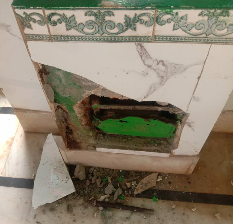 वीर कुंवर सिंह किला स्थित शहीद बाबा मजार की दानपेटी तोड़कर चोरी