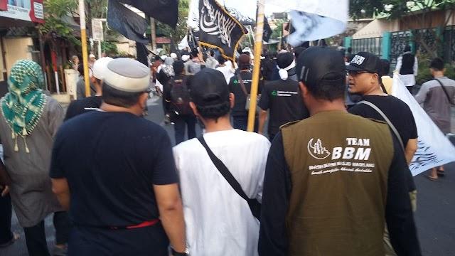 Tim Bersih-bersih Masjid Magelang mengutuk keras pembakaran bendera bertuliskan kalimat Tauhid