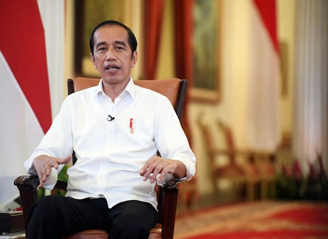 PRESIDEN JOKOWI TARGETKAN 70 PERSEN PENDUDUK INDONESIA VAKSIN DIAKHIR TAHUN