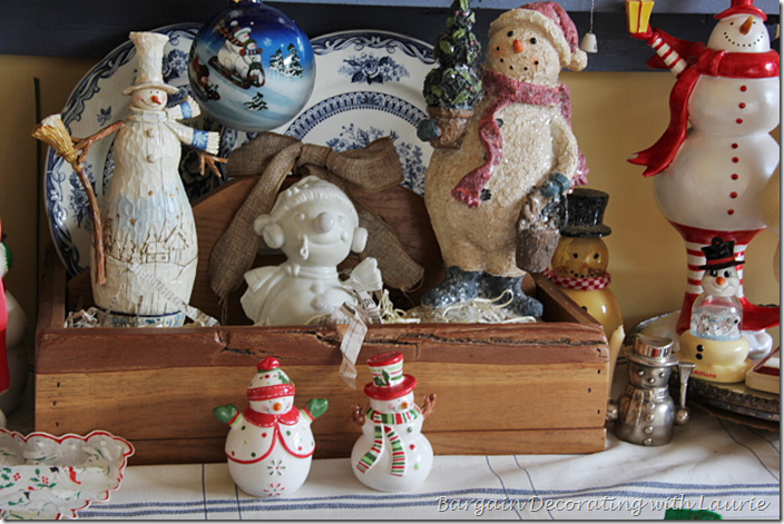 Snowmen Display in Wood Carrier