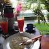 Pineapple Pancake und Papayasaft werden auf unserer Terrasse serviert