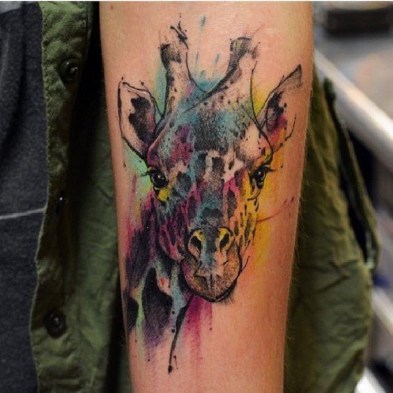 cor_bombardeada_girafa_antebraço_tatuagem