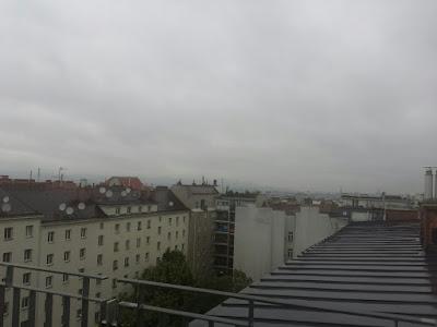 Verregneten der Blick über Wien zum Wienerwald