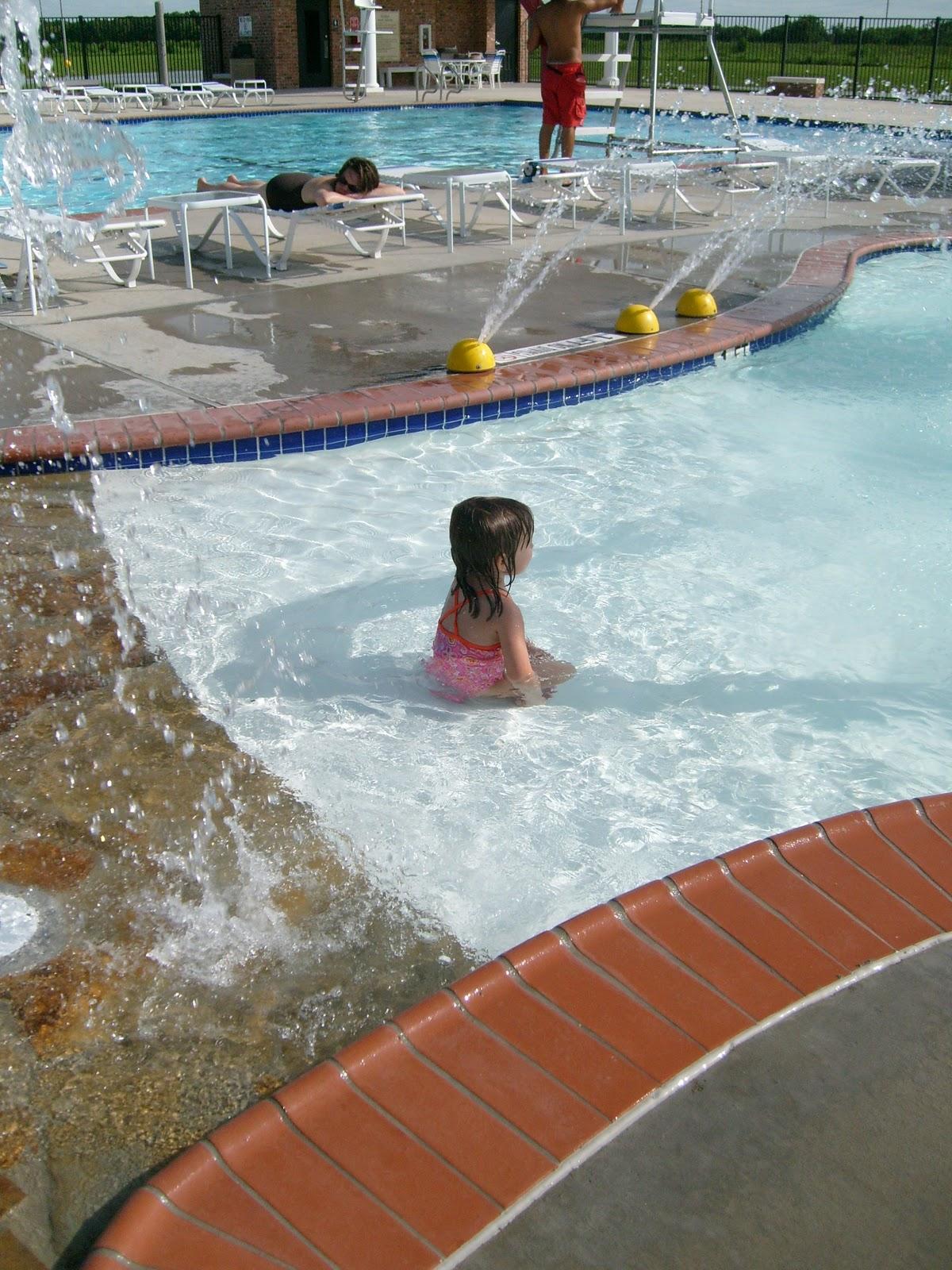 Poolside - S7300050.JPG