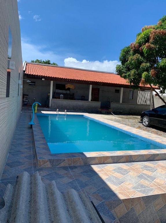 Casa de 02 com MUITO ESPAÇO.