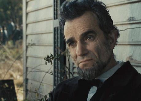 Daniel Day-Lewis berperan sebagai Lincoln