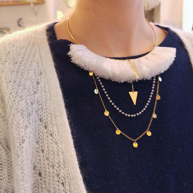 collier jonc plaqué or pompon de couleur inspiration africaine
