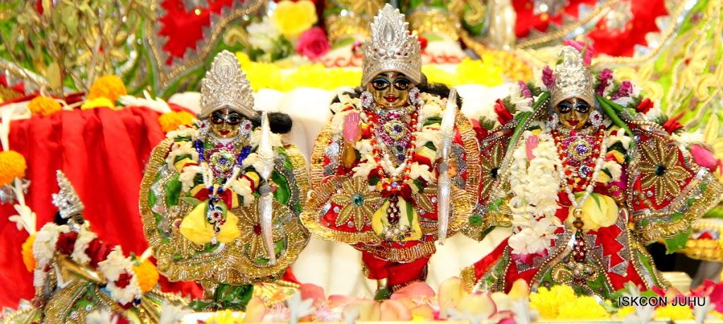 ISKCON Juhu Sringar Deity Darshan on 3rd May 2016 (36)