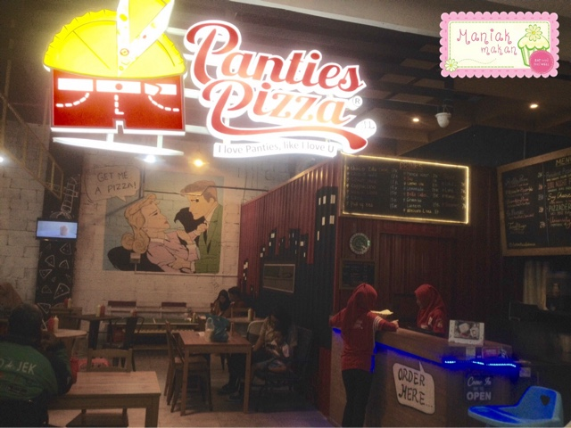 maniak-makan-panties-pizza-solo-paragon-mall