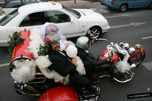Una curiosa boda motera