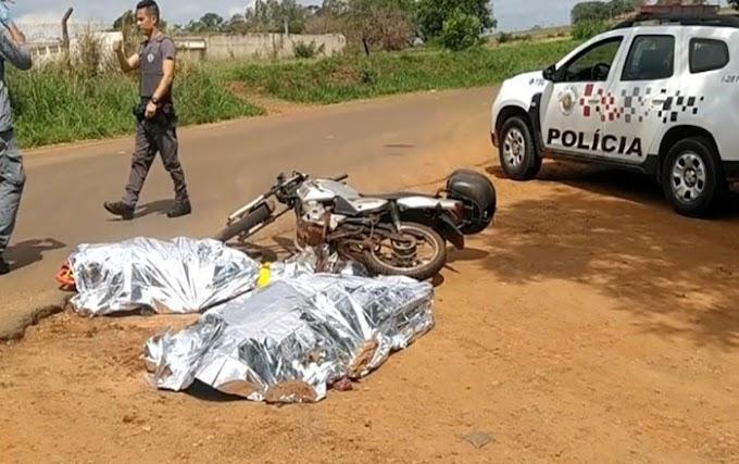 Mãe e filha morrem após bater contra caminhão boiadeiro; veja o vídeo