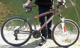 Bici robada en la Glorieta de Bilbao ayer lunes