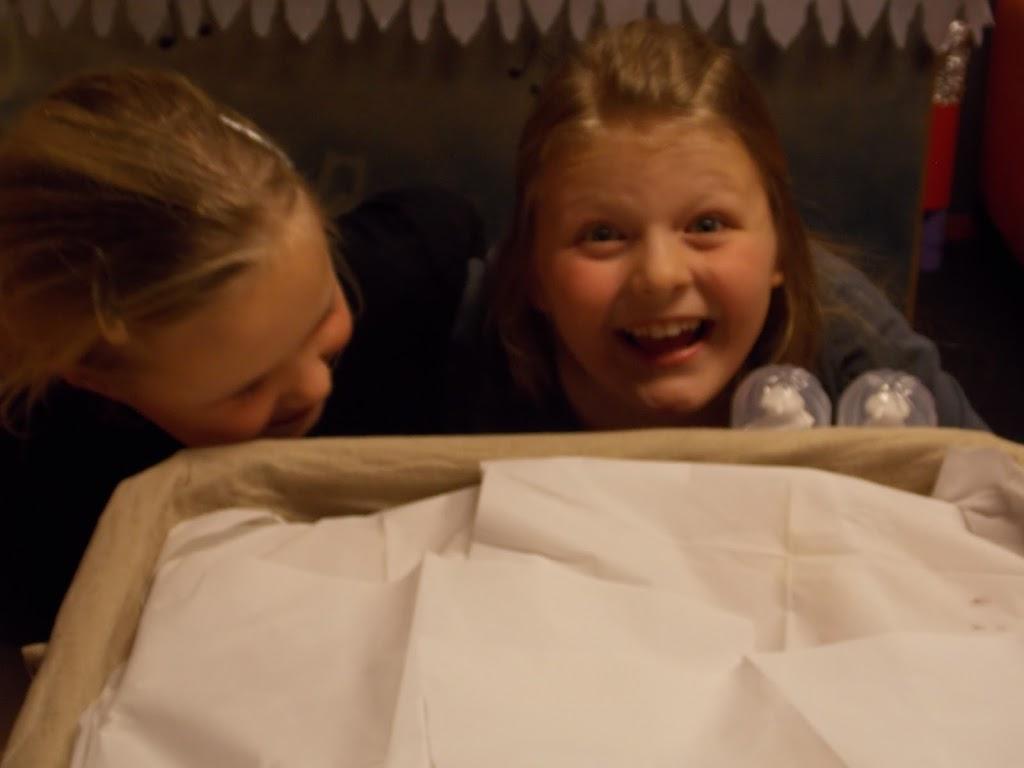 Bevers & Welpen - Kerst filmavond 2012 - DSCN0881.JPG