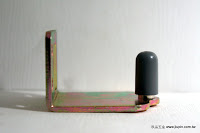 裝潢五金 品名:B6608-L型下門止 型式:加寬加長型 規格:門厚40*芯高28m/m 鐵片規格:寬46高40深57m/m 材質:鐵片+塑膠 功能:適用#065-5分槽軌道 用途:導向使用功能:裝在拉門上防止門片滑動時不會晃動,作連動門時也可使用 玖品五金