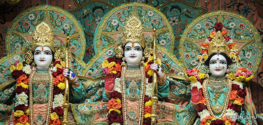 ISKCON Juhu Sringar Deity Darshan on 19th Jan 2017 (31)