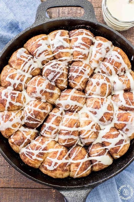Gingerbread-Pull-Apart-Rolls-eggnog-Glaze