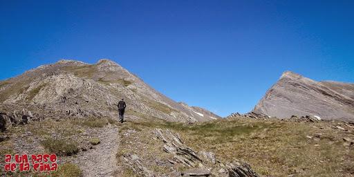 Camino al Pico de Bernatuara.©aunpasodelacima