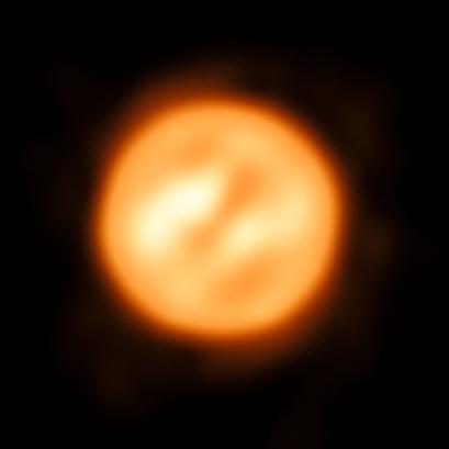 superfície da estrela supergigante vermelha Antares