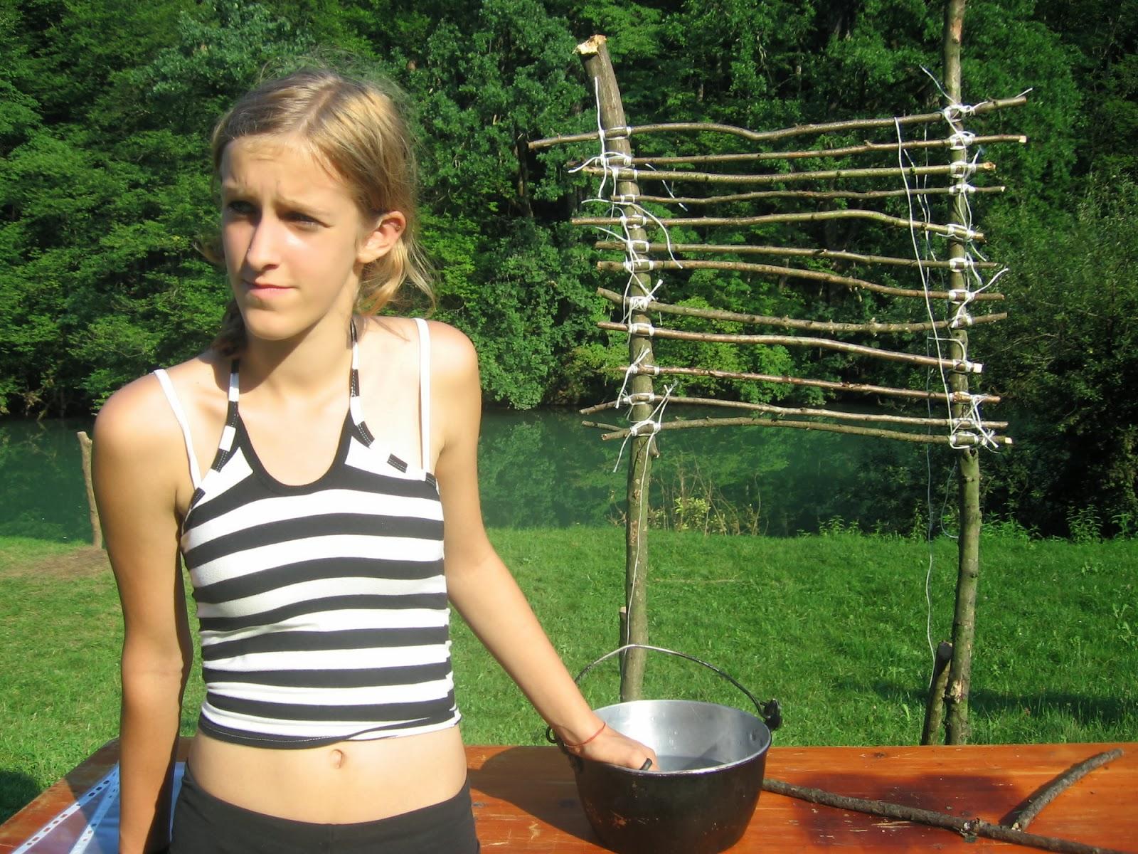 Taborjenje, Lahinja 2005 1. del - Taborjenje05.Nina%2B017.jpg