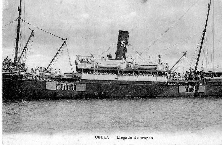 4- El VICENTE FERRER como transporte de tropas. Ca. 1913. Colección Jaume Cifre Sanchez. Nuestro agradecimiento.jpg