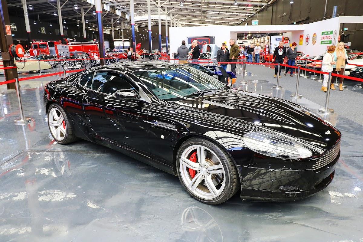 2007 Aston Martin DB9 (06).jpg