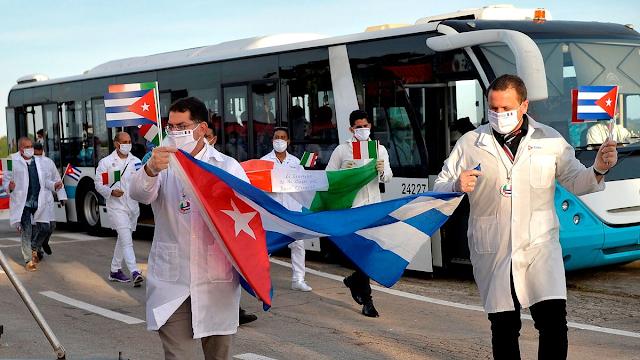 Cuba amplió el envío de médicos al exterior pese a que el sistema de salud de la isla está colapsado por el COVID-19