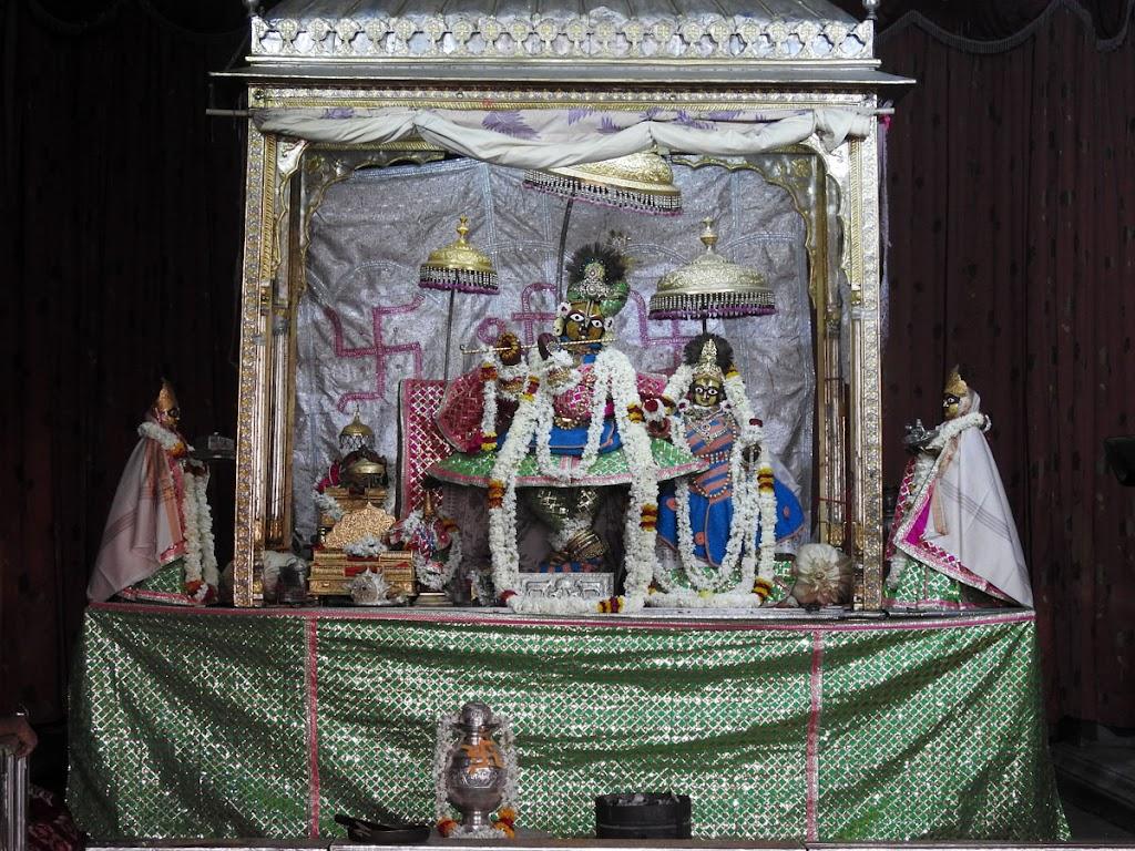 Radha Govind Devji Deity Darshan 07 Jan 2017 (15)