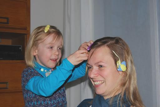 Beetje moosen met mama haar haar. :-)