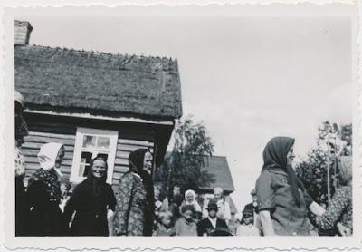 Бабы танцуют кадрель.1938 г.(из фондов архива эст. народного фольклора)