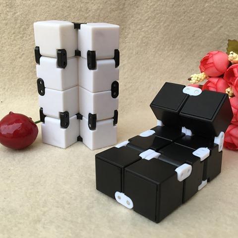 613UYs3%252BGsL. SL1000 thumb%255B2%255D - 【フィジェット/Fidget】次世代フィジェット「Fidget Infinity Cube (フィジェット・インフィニティ・キューブ)」&「ハンドフィジェットスピナー2種」レビュー。無限パワー!?