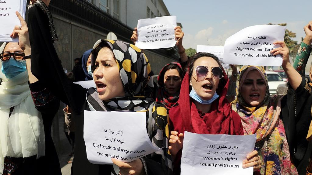 Women stage protest in Kabul for women rights despite heavy Taliban presence (Photos)