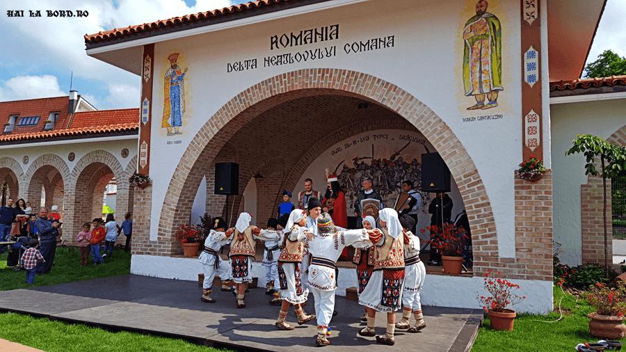 ansamblu folcloric casa comana