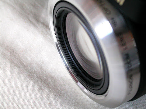 FinePix S8100fdのレンズのネジ