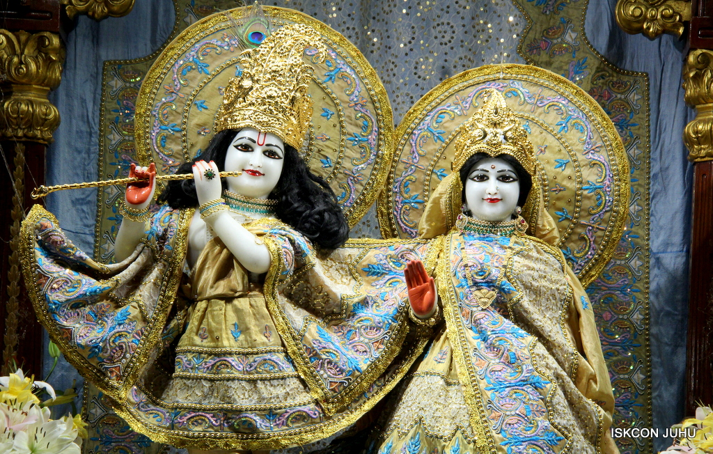 ISKCON Juhu Mangal Deity Darshan on 24th Oct 2016 (20)