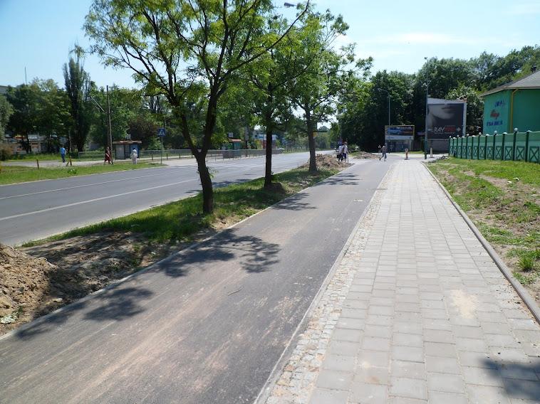Skrzyżowanie Politechniki z Felsztyńskiego - kierowcy jadący alejami, chcący skręcić w Felsztyńskiego, będą mieli dosyć długi odcinek z dobrą widocznością na DDR - miejmy nadzieję że dzięki temu, pomimo tego że samo skrzyżowanie jest zaprojektowane tak, że można przez nie przejechać ze stosunkowo dużą prędkością.