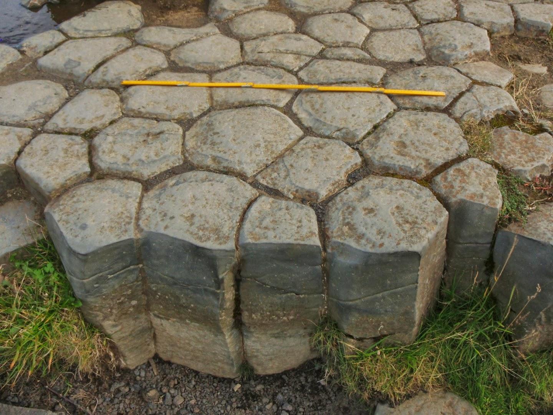 Kirjugolf columnar basalt. Lenght of the scale is 1 meter. Kirkjubæjarklaustur, southern Iceland. Vesa Haapala