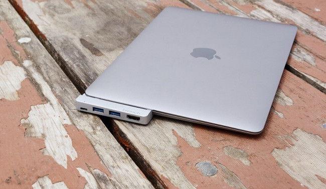 2b49d9f1b00 Desde el lanzamiento del nuevo MacBook de 12 pulgadas no han sido pocas las  compañías que se han ofrecido, con buen ojo comercial, a solucionar la  escasez ...