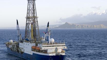 Υποθαλάσσιες ερευνητικές γεωτρήσεις στα ηφαίστεια της Σαντορίνης