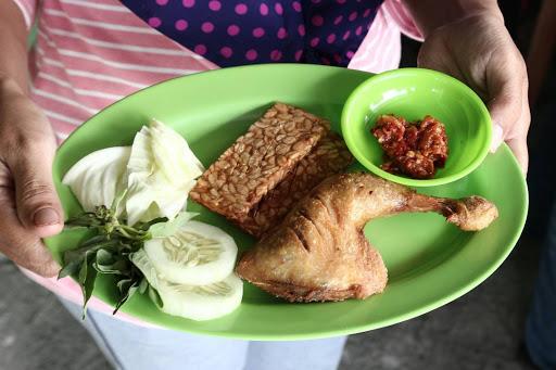 Ayam Goreng Penyetan