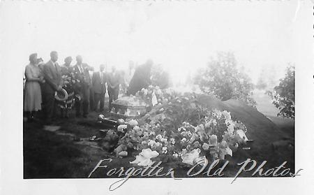 Gundas Funeral PR ant