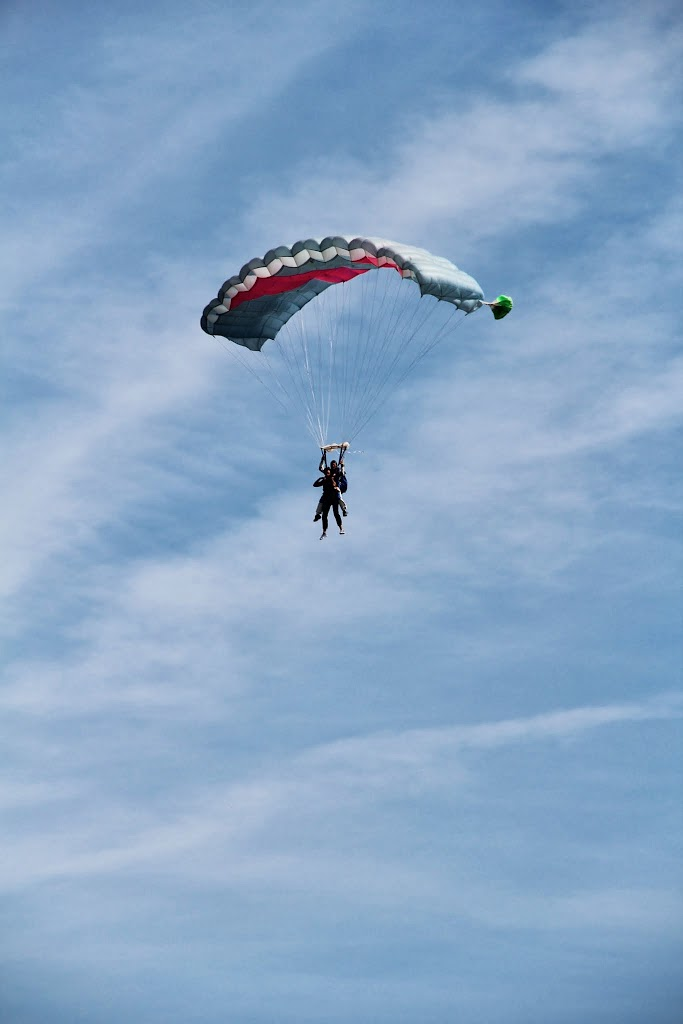 15-PARACHUTISME STAGE HANDI ASM OMNISPORTS Atterrissage Henri Laniray et Sami El Gueddarri 05aout201