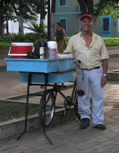 Hombre vendedor de cafe en la plaza Jose Felix Ribas de La Victoria, Aragua, Venezuela